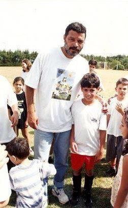 O encontro: André com Sócrates no campo de futebol (Foto: arquivo pessoal)