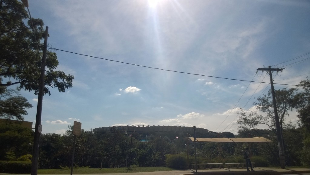 Blick auf das Estádio Mineirão vom Uni-Campus aus (Bild: T. Zwior)