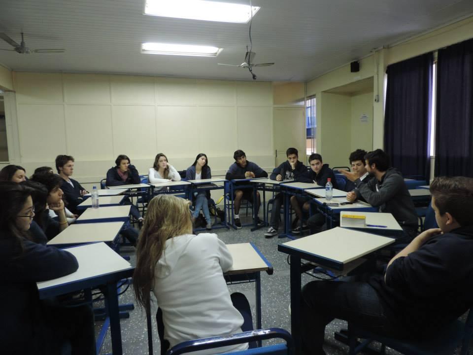 Die Gruppendiskussion im Klassenraum (Bild: privat)