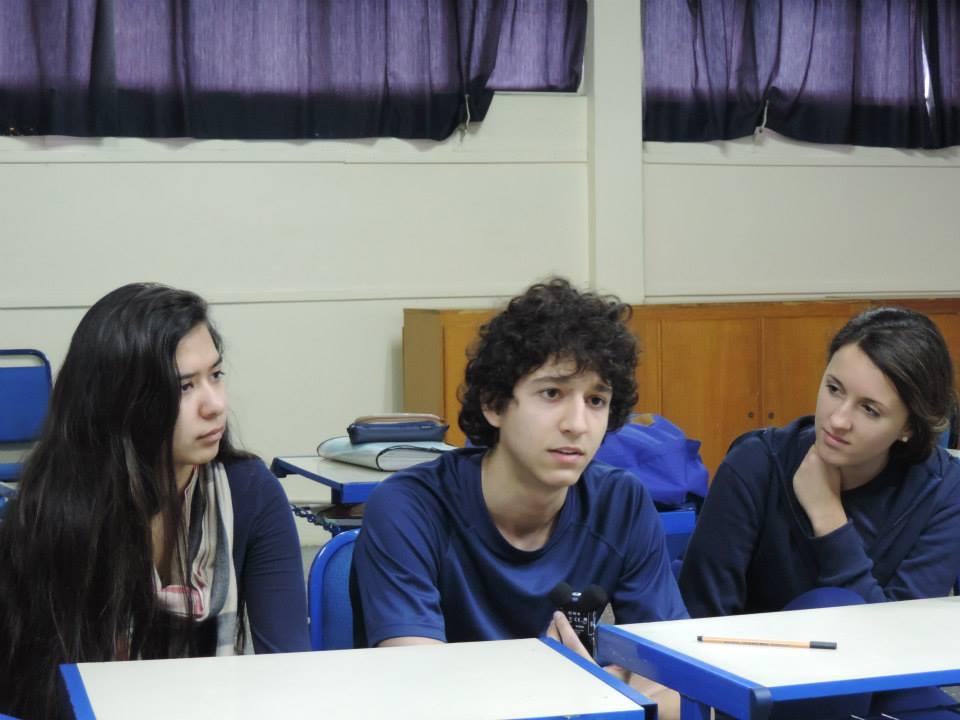 Nina, Matheus und Daniela diskutieren (Bild: P. Paetzhold)