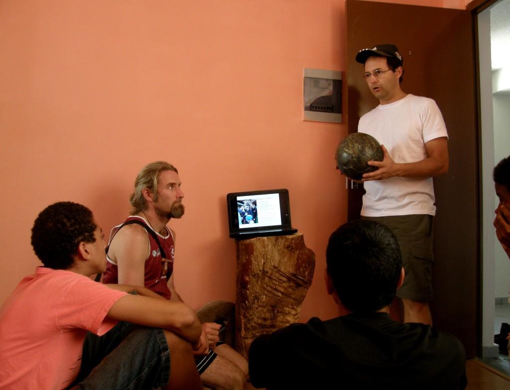 Caio Vilela, rechts im Bild, beim Strippenziehen (Bild: J. Hennig)