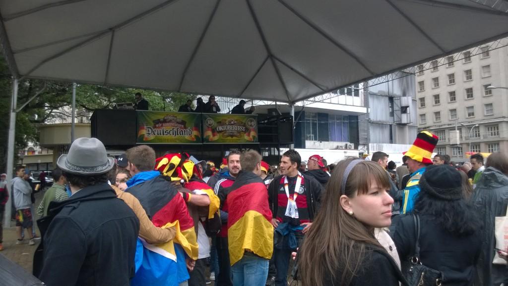 Verkehrte Welt: Oktoberfeststimmung in Brasilien (Bild: T. Zwior)