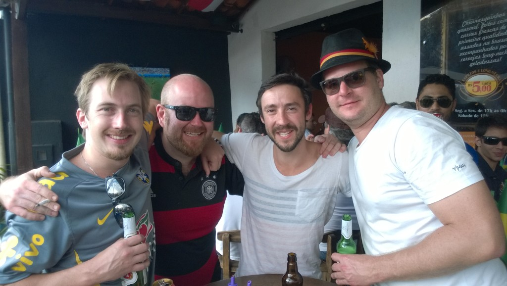 Mit den drei Deutsch-Brasilianern (Bild: T. Zwior)